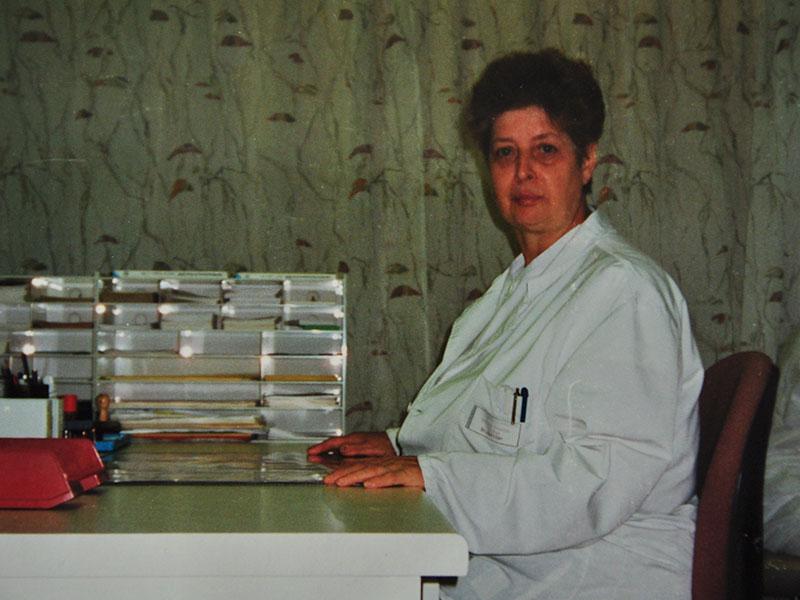 """Mutter Dr. Sattler schreibt ihrem Sohn die """"Diagnose"""" Blinddarm"""
