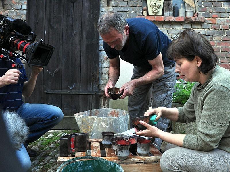 Experimente für neue Dekore in der Töpferwerkstatt Klein