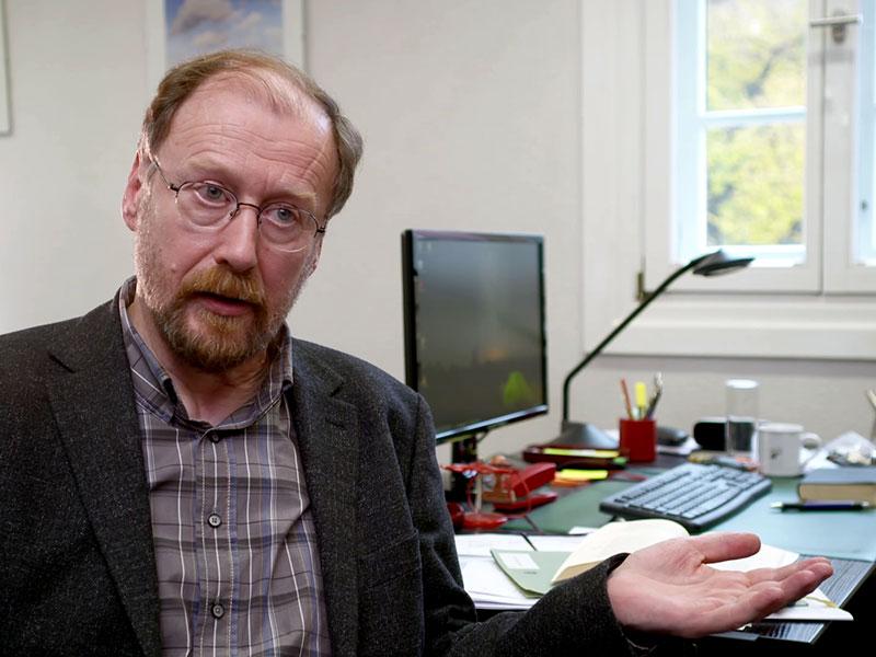 Prof. Schnelle aus Halle sucht kritisch in der Bibel nach Antworten