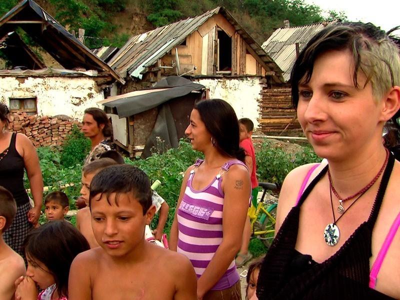 trotz eigenem Leid kehrt Jenny zurück zu ihren Roma-Kindern