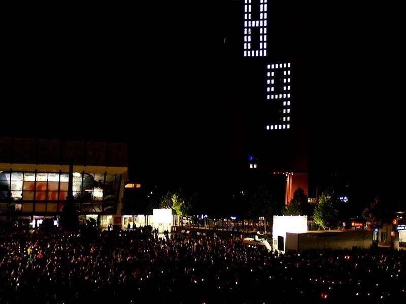 tausende Gäste gedenken jedes Jahr zum Lichtfest an die friedliche Revolution von ´89