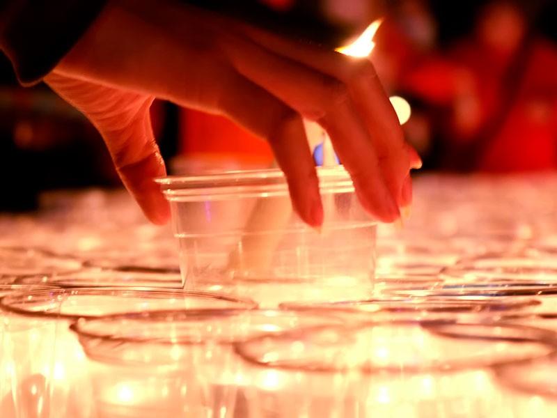 symbolisch wird die Zahl 89 mit Kerzen zusammengestellt