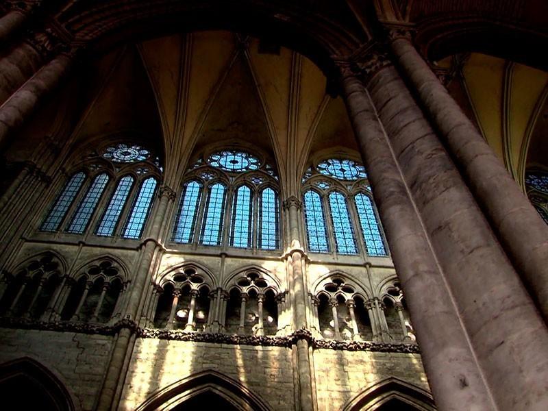 es ist die Zeit der Gotik und atemberaubender Architektur