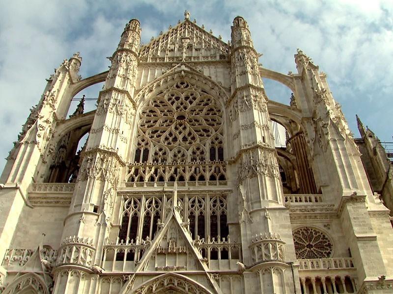 sein Schaffen beginnt in Frankreich vor rund 800 Jahren
