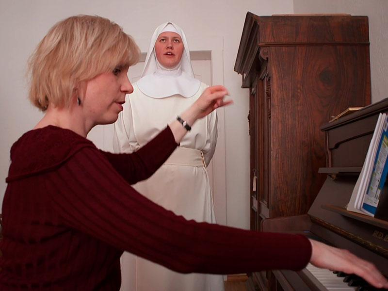 Nonnen müssen singen können – jede Woche Gesangsunterricht